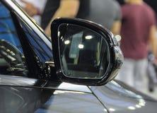 Feche acima da opinião de verso do espelho retrovisor Imagens de Stock Royalty Free