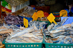 Feche acima da opinião os vendedores pequenos que vendem bens nos mercados em Sri Lanka Fotos de Stock