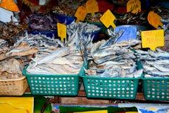 Feche acima da opinião os vendedores pequenos que vendem bens nos mercados em Sri Lanka Fotos de Stock Royalty Free