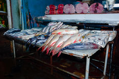 Feche acima da opinião os vendedores pequenos que vendem bens nos mercados em Sri Lanka Imagens de Stock
