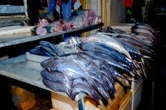 Feche acima da opinião os vendedores pequenos que vendem bens nos mercados em Sri Lanka Imagem de Stock