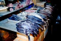 Feche acima da opinião os vendedores pequenos que vendem bens nos mercados em Sri Lanka Fotografia de Stock