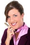 Feche acima da pena de terra arrendada bonita da mulher de negócios Imagem de Stock Royalty Free