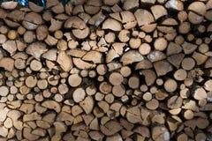 Feche acima da pilha de madeira recentemente desbastada Fotos de Stock