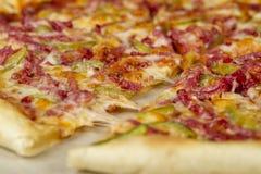 Feche acima da pizza a bordo no fundo branco Imagens de Stock Royalty Free