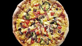 Feche acima da pizza deliciosa filme