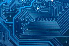 Feche acima da placa de circuito do computador no azul Fotografia de Stock Royalty Free