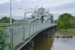Feche acima da ponte da estrada do balanço Foto de Stock