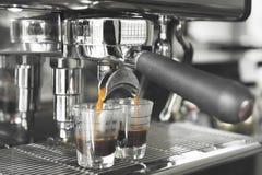 Feche acima da preparação da máquina do café Foto de Stock