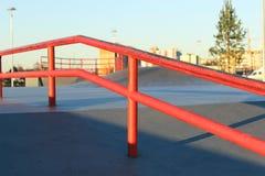 Feche acima da rampa vermelha do patim Imagens de Stock Royalty Free