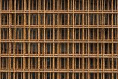 Feche acima da rede de arame velha oxidada Oxidado na superfície do fio de aço Imagens de Stock