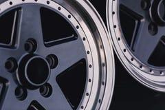 Feche acima da roda da liga do carro das bordas imagem de stock royalty free