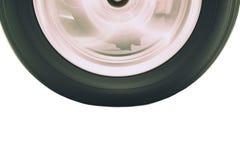 Feche acima da rotação do pneu e da borda do veículo com movimento obscuro imagens de stock royalty free