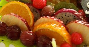 Feche acima da salada de fruto filme
