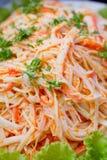 Feche acima da salada de imitação da carne de caranguejo fotografia de stock