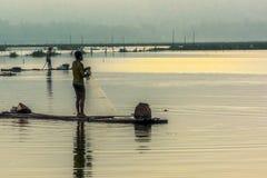 Feche acima da silhueta do pescador Fotos de Stock Royalty Free