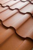 Feche acima da telha de telhado do metal Imagens de Stock