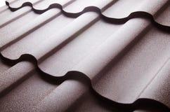 Feche acima da telha de telhado do metal Imagens de Stock Royalty Free