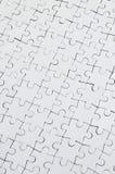 Feche acima da textura de um enigma de serra de vaivém branco em condições montadas Vista superior Muitos componentes de um grand foto de stock