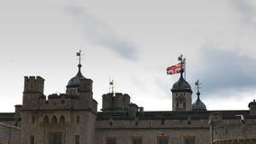 Feche acima da torre de Londres histórica video estoque