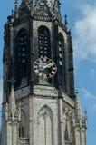 Feche acima da torre de Nieuwe Kerk, louça de Delft, Países Baixos Foto de Stock