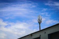 Feche acima da torre do repetidor da antena Fotografia de Stock