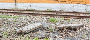 Feche acima da trilha do trem, do ponto, e do laço de estrada de ferro de madeira fotografia de stock