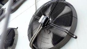 Feche acima da unidade exterior do condicionador de ar filme