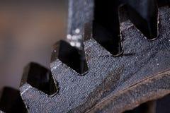 Feche acima da vista das engrenagens do mecanismo velho fotos de stock
