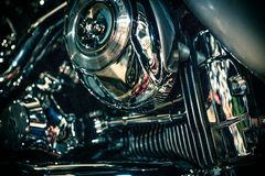 Feche acima da vista de um motor brilhante da motocicleta Macro Fotografia de Stock
