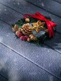 Feche acima da vista do Natal e da grinalda do ano novo fotos de stock royalty free