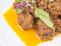 Feche acima da vista do prato malaio IX de Rendang da carne Imagens de Stock Royalty Free