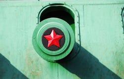 Feche acima da vista do tambor da torreta com a estrela do exército vermelho Fotografia de Stock Royalty Free