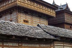 Feche acima da vista do templo em sariano, Himachal Pradesh de Bhimakali, Índia Fotos de Stock Royalty Free
