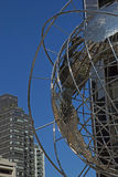 Feche acima da vista no globo de prata Imagem de Stock Royalty Free