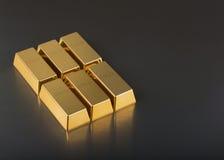 Feche acima das barras de ouro foto de stock