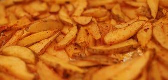 Feche acima das batatas fritas rústicas Fotografia de Stock Royalty Free