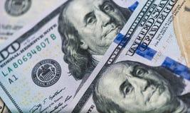 Feche acima das cédulas dos EUA, 100 a nota do dólar americano, 50 as notas do dólar americano, 20 notas do dólar americano Foto de Stock