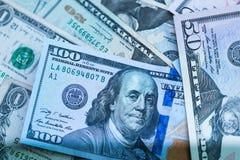 Feche acima das cédulas dos EUA, 100 a nota do dólar americano, 50 as notas do dólar americano, 20 notas do dólar americano Imagens de Stock