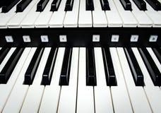 Feche acima das chaves do piano foto de stock royalty free