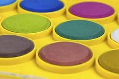 Feche acima das cores de água coloridas com foco seletivo Imagens de Stock Royalty Free