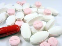 Feche acima das drogas diferentes farmacêuticas da cor Fotografia de Stock Royalty Free