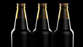 Feche acima das garrafas da cerveja em um fundo preto ilustração 3D Foto de Stock Royalty Free