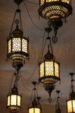 Feche acima das lâmpadas à moda dentro de um restaurante crimeano foto de stock royalty free