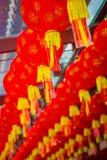 Feche acima das lanternas decorativas dispersadas em torno do bairro chinês, Singapura Ano novo do ` s de China Ano do cão Fotos  imagem de stock royalty free