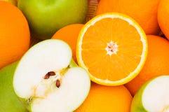 Feche acima das laranjas do corte da metade Imagem de Stock Royalty Free