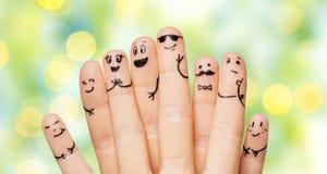 Feche acima das mãos e dos dedos com caras do smiley Fotos de Stock Royalty Free