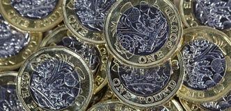 Feche acima das moedas de uma libra - moeda britânica Fotos de Stock Royalty Free