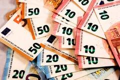 Feche acima das notas do Euro misturam foto de stock