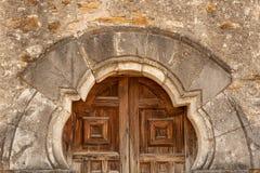 Feche acima das portas da igreja da missão de San Espada fotografia de stock